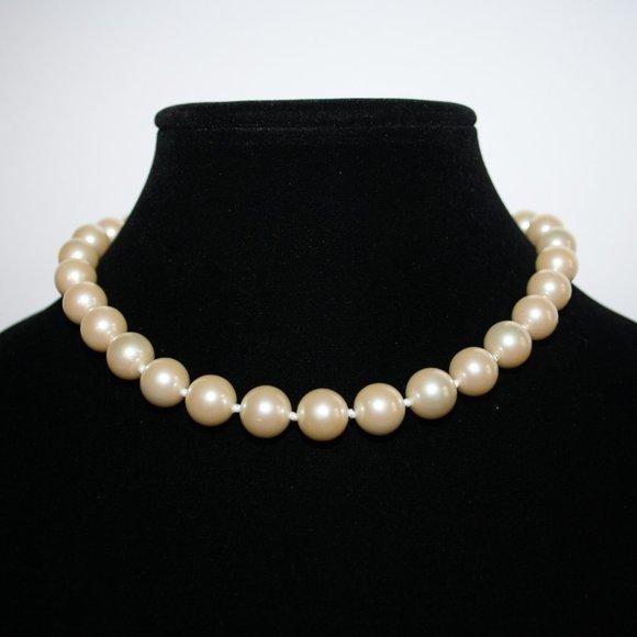 "Beautiful elegant large pearl necklace 15"""